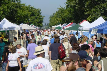 Campbell Farmers' Market draws a big crowd in the summer
