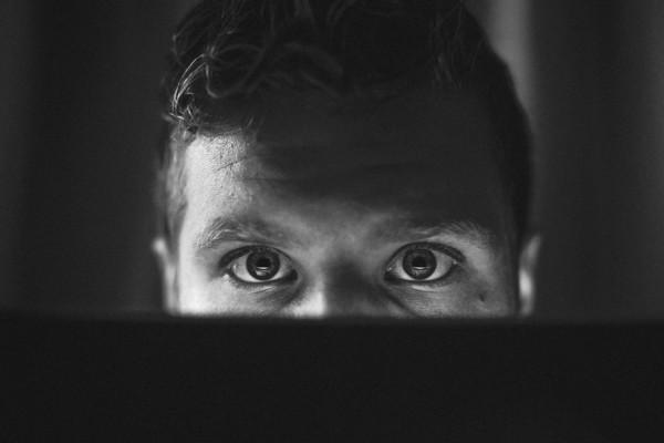 laptop-eyes-computer-relational-sales-process